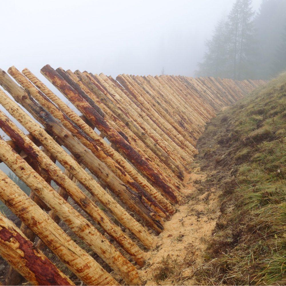 Rastrelliere in legno per la difesa dal rischio valanghivo pista Variante Bec de Roces