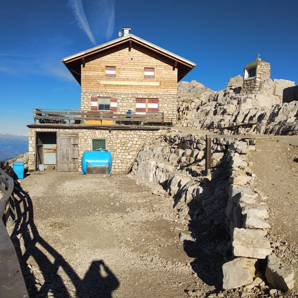 Adeguamento igienico-sanitario rifugio alpino Torre di Pisa